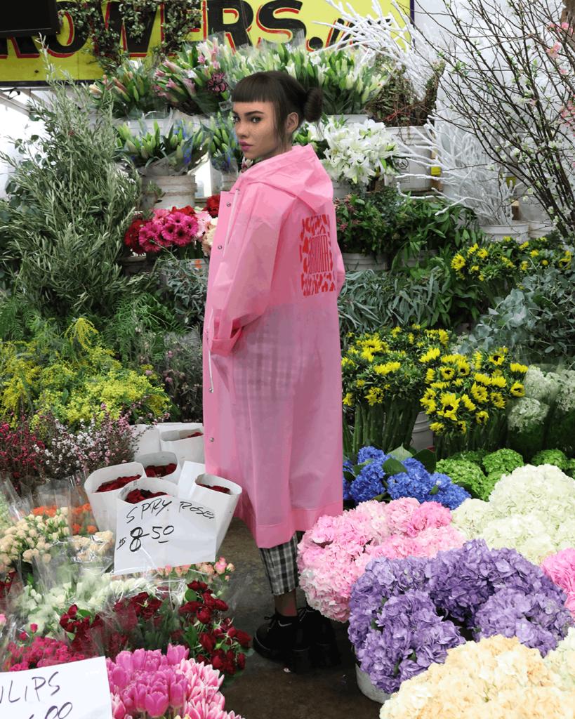 Микела в цветочном магазине