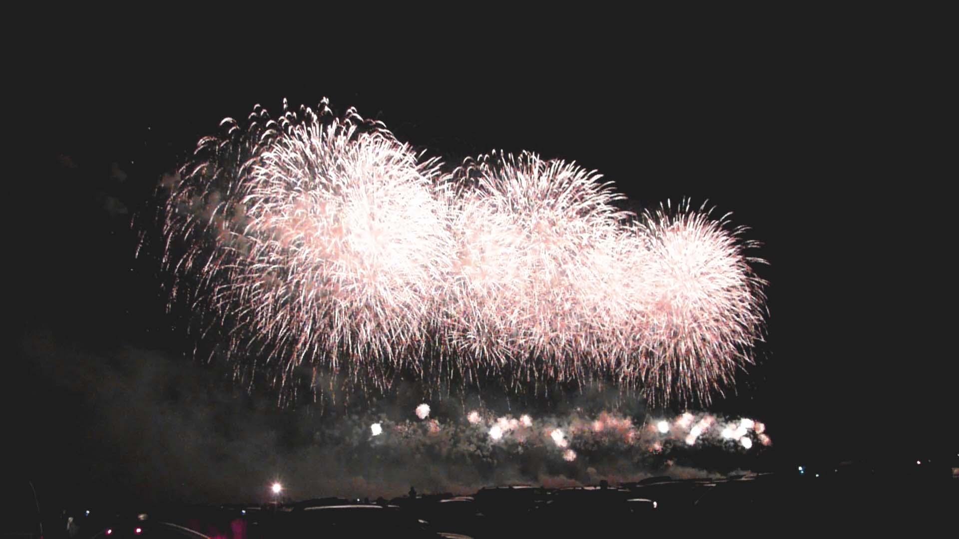 You are currently viewing Фестиваль фейерверков -три потрясающе ярких вечера в небе над Ессентуками.