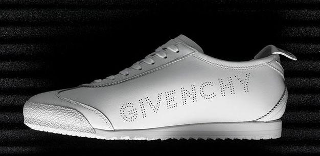 белые кроссовки от givenchy